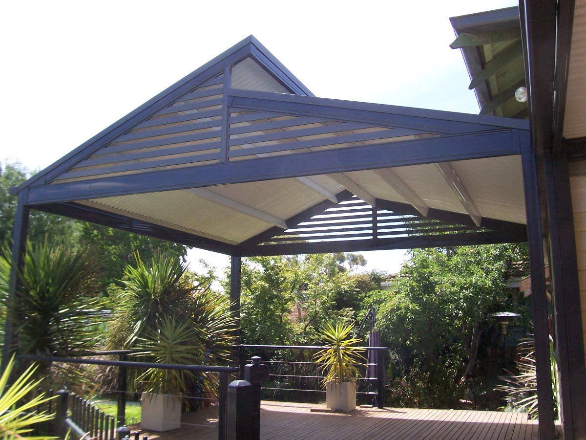 Pergolas and verandahs - Pergola with roof ...